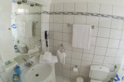 bathroom 4_resize_resize